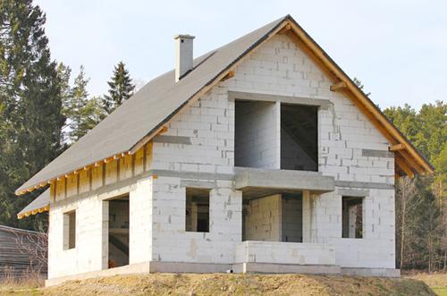 стены дома из пеноблоков