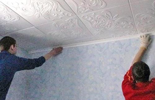 как поклеить потолочную плитку своими руками фото