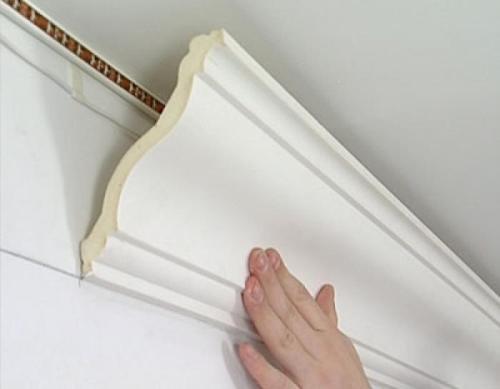 как правильно клеить потолочный плинтус фото