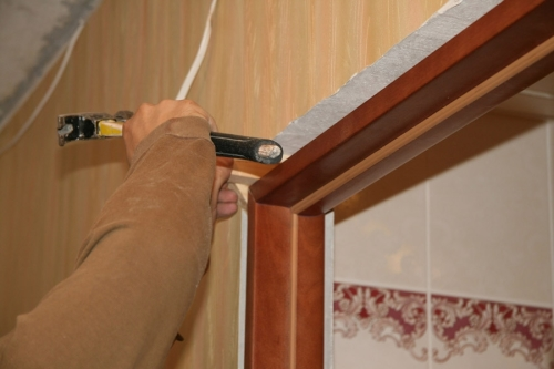 как правильно установить межкомнатные двери