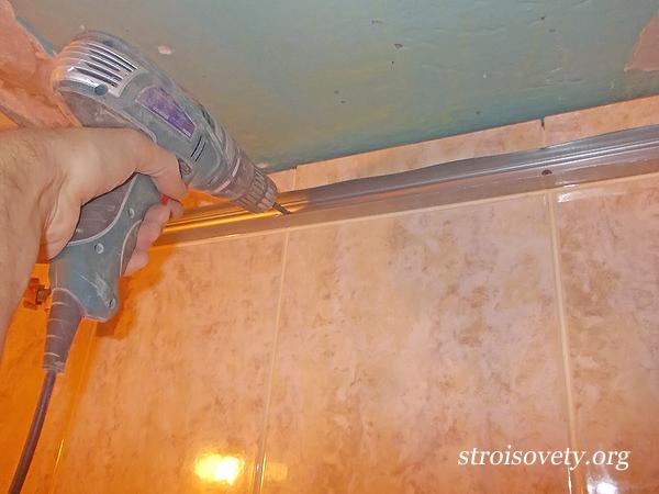 установка пластикового потолка в ванной монтаж профилей