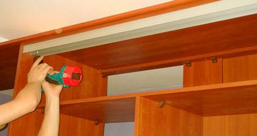 как установить раздвижную дверь на шкаф купе