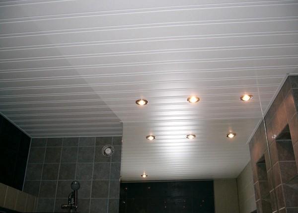 реечные подвесные потолки для ванной фото