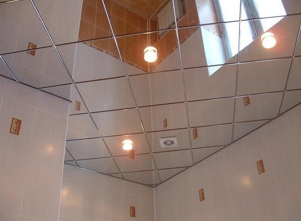 зеркальный потолок в ванной комнате фото