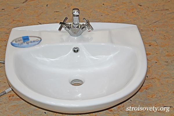 как установить раковину в ванной своими руками