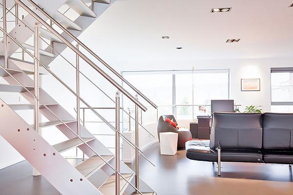 металлические лестницы на второй этаж фото