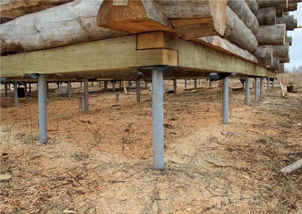 деревянный дом на свайно винтовом фундаменте фото
