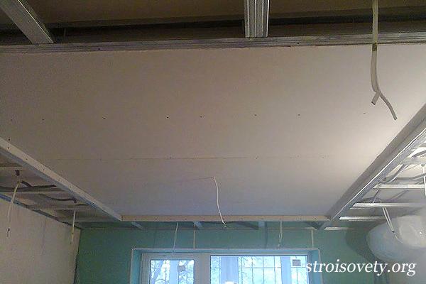 монтаж двухуровневого потолка  из гипсокартона фото