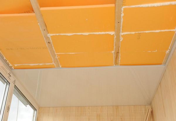 как утеплить потолок на балконе фото