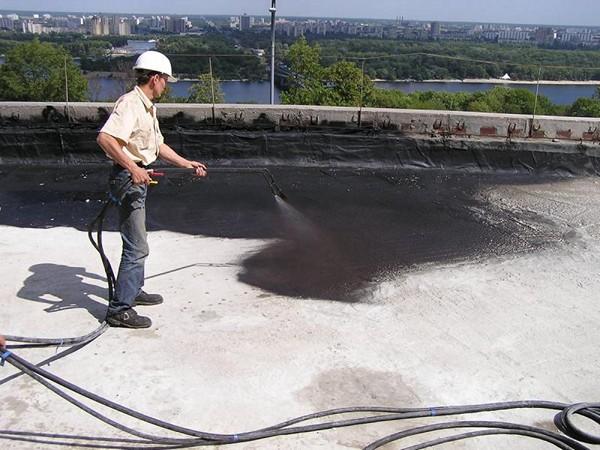 напыляемая гидроизоляция крыши фото