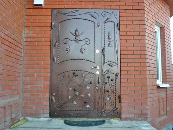 входные двери в дом фото