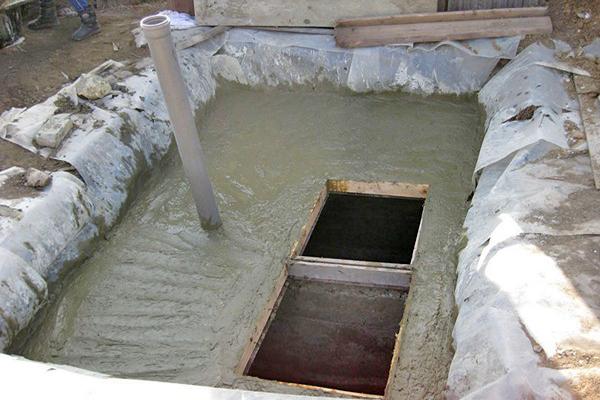 строительство выгребной ямы своими руками фото
