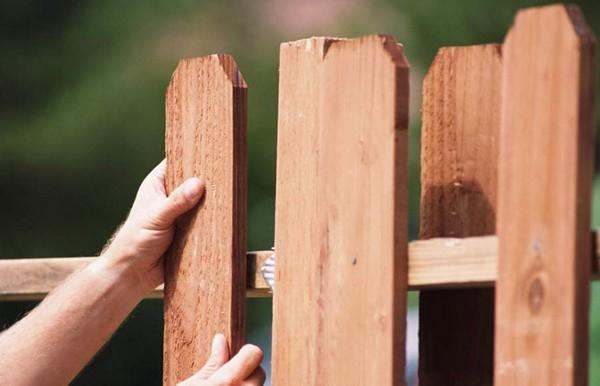 как сделать деревянный забор своими руками фото