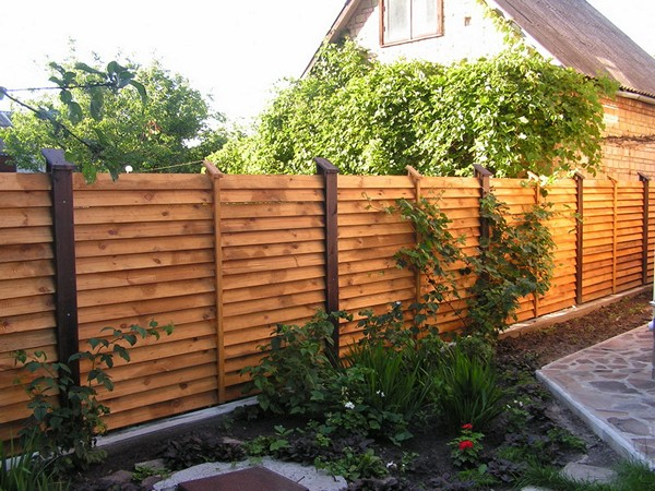 деревянный забор лесенка фото