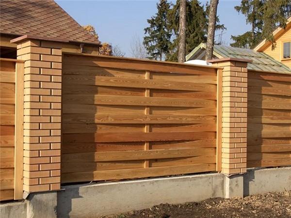 плетеный деревянный забор фото