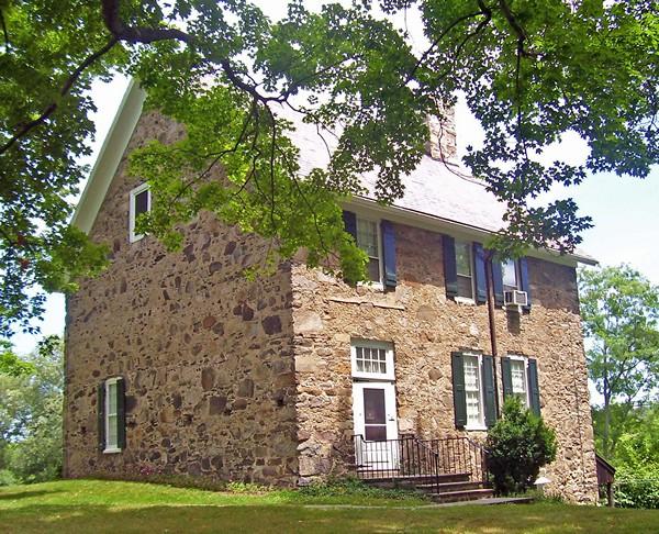 двухэтажный каменный дом фото