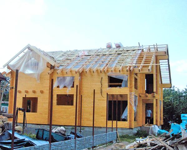 строительство крыши дома из клееного бруса фото