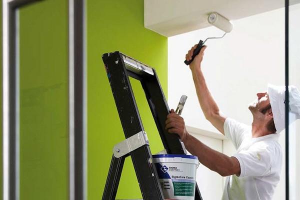 как покрасить потолок без разводов рекомендации