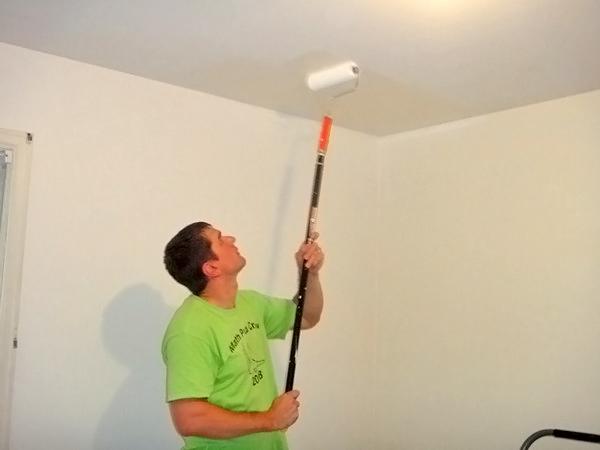 как покрасить потолок красиво своими руками фото
