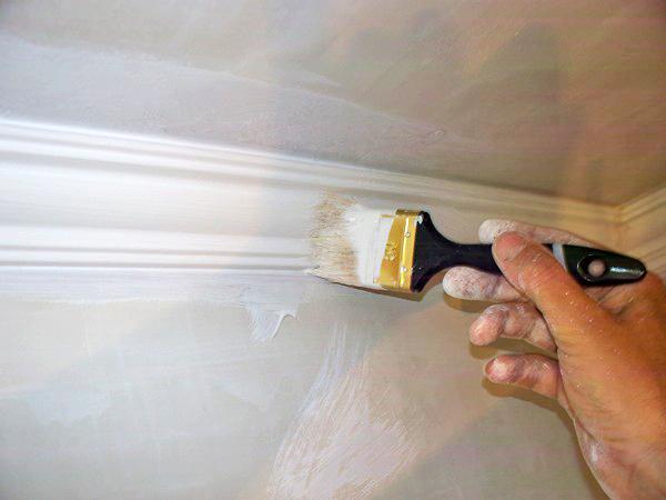 зачем нужна кисть при окрашивании потолка