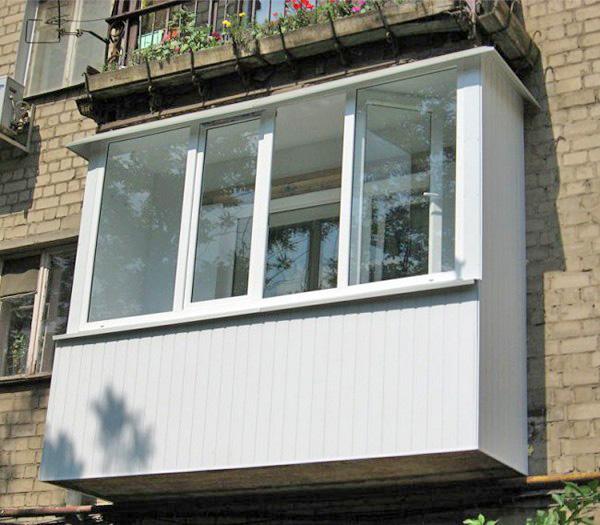 как застеклить балкон металлопластиковыми окнами