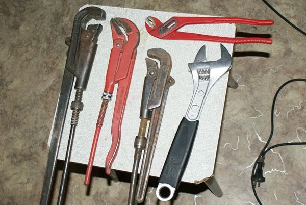 инструменты для сантехнических работ фото
