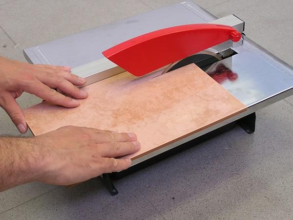 как резать плитку плиткорезом фото
