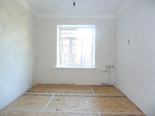 как выровнять пол в квартире своими руками фото
