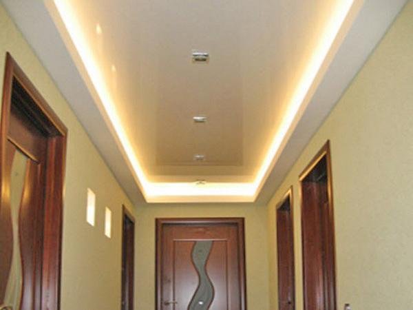 натяжной потолок в коридоре фото