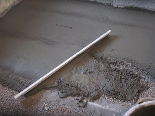 заливка бетонного пола по грунту фото