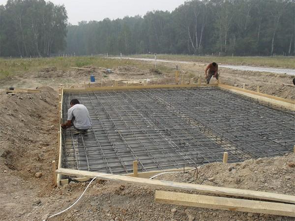 плитный фундамент на болоте фото