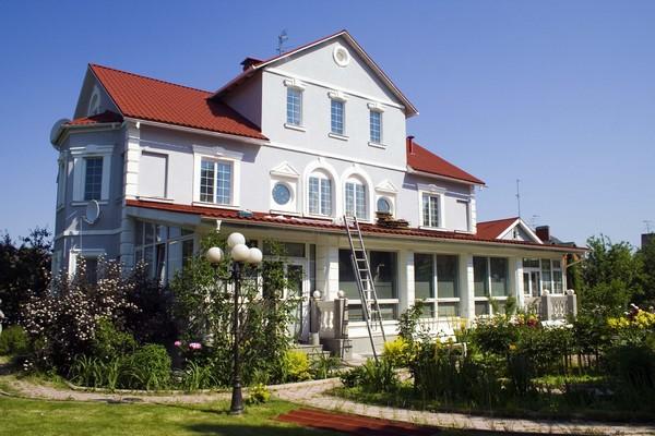 чем отделать фасад кирпичного дома: мокрый фасад фото
