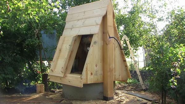 деревянный домик для колодца фото