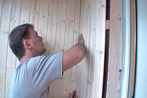 отделка балкона деревянной вагонкой фото