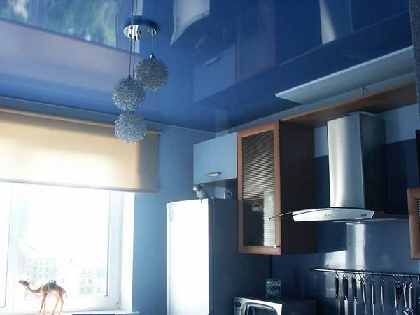 натяжной пвх потолок на кухне фото