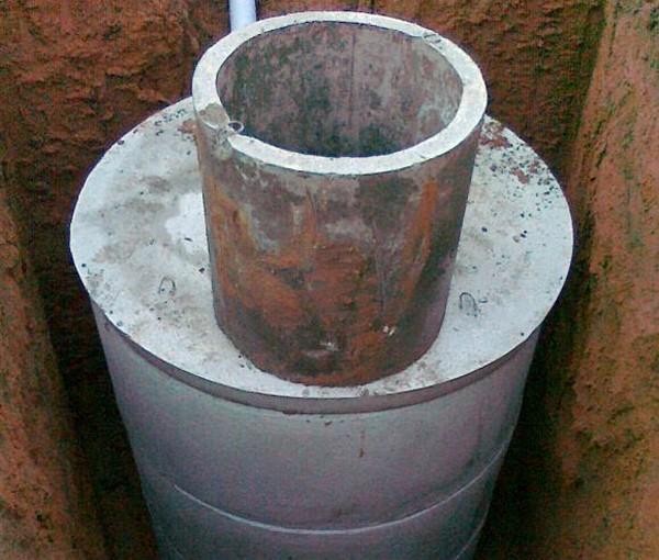 строительство септика из бетонных колец фото