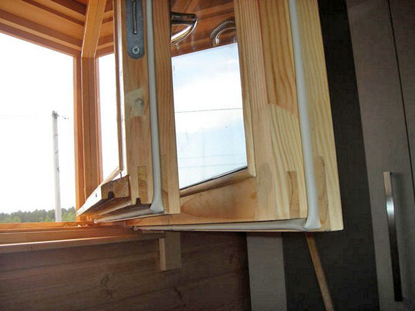 как выбрать утеплитель для деревянных окон