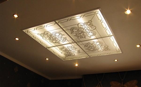 витраж на потолок с подсветкой фото