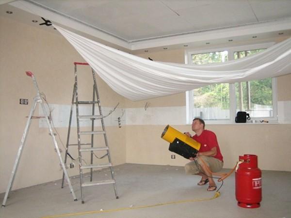ремонт натяжного потолка порез фото