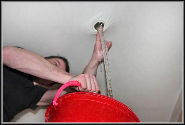 ремонт натяжных потолков после залива фото