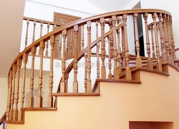деревянные перила для лестниц фото