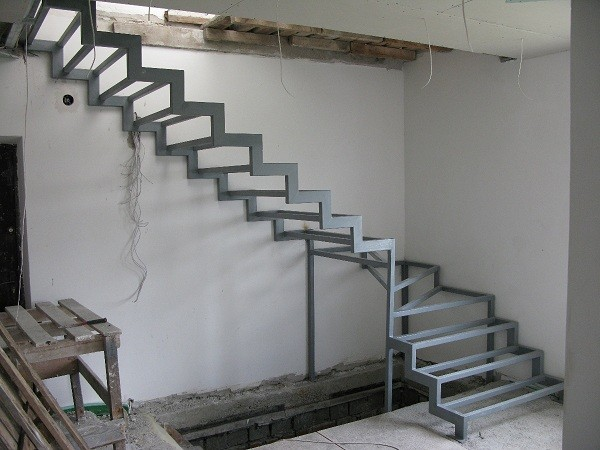каркас металлической лестницы своими руками фото