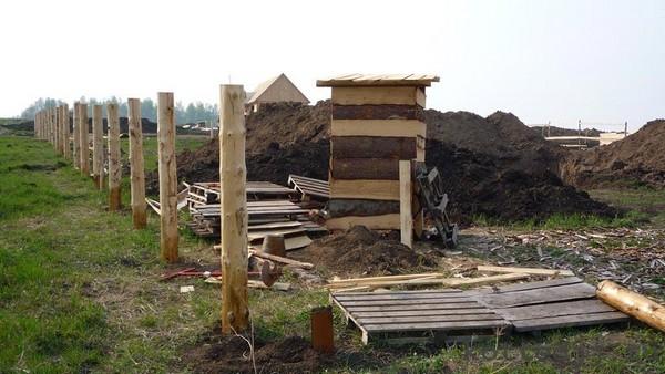 столбы деревянные для забора