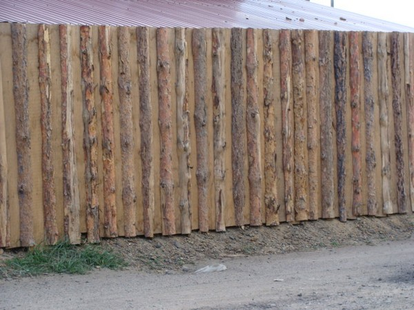как сделать забор из горбыля фото