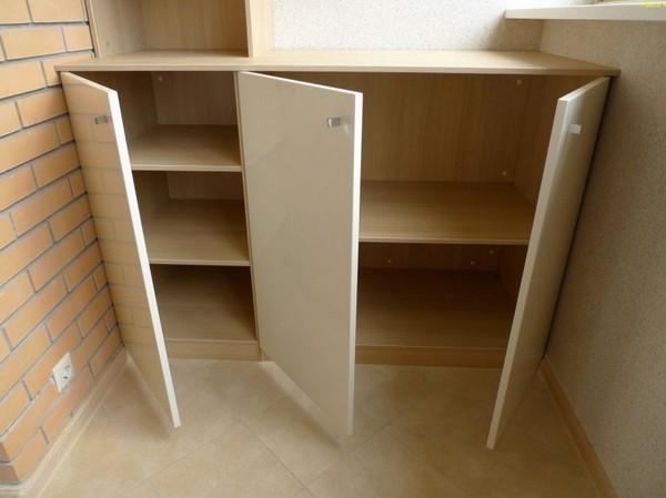 шкафы для хранения на балконе фото