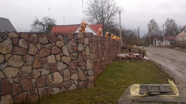 забор из бутового камня фото
