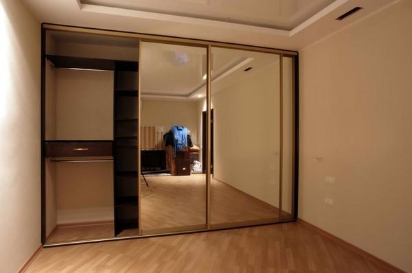 зеркальные двери для встроенного шкафа фото