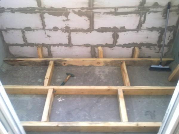деревянный пол на балконе фото