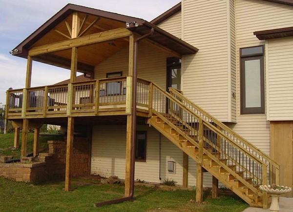 Как построить крыльцо к деревянному дому: особенности деревянного зодчества