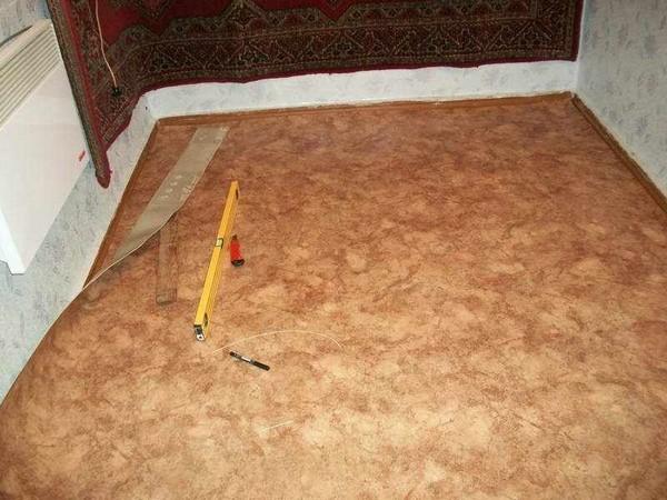 как правильно положить линолеум на деревянный пол фото